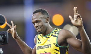 Usain is showing how many more gold medals he plans on winning at the World Championships.