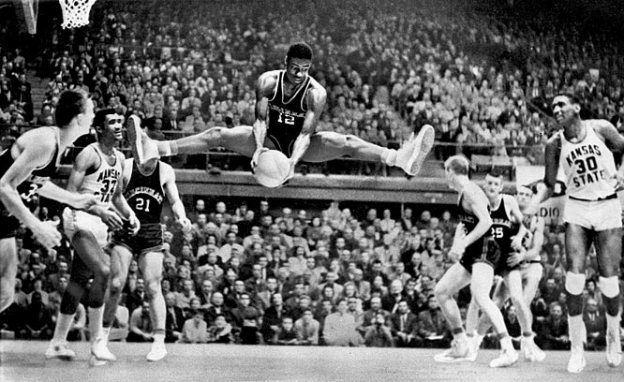 I think this is the most awesome photo ever posted on this blog. And yes, this is Oscar Robertson doing the split,